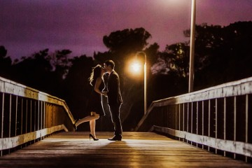 charleston-engagement-portraits-taken-in-downtown-charleston-by-charleston-wedding-photographers-king-street-studios
