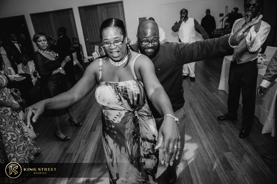 wedding pictures from charleston weddings at founders hall by charleston wedding photographers king street studios