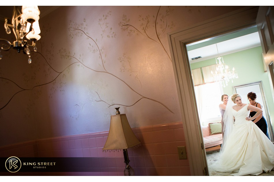 charleston weddings, charleston wedding photography, wedding pictures and wedding photos at legare waring house by charleston wedding photographers king street studios 1