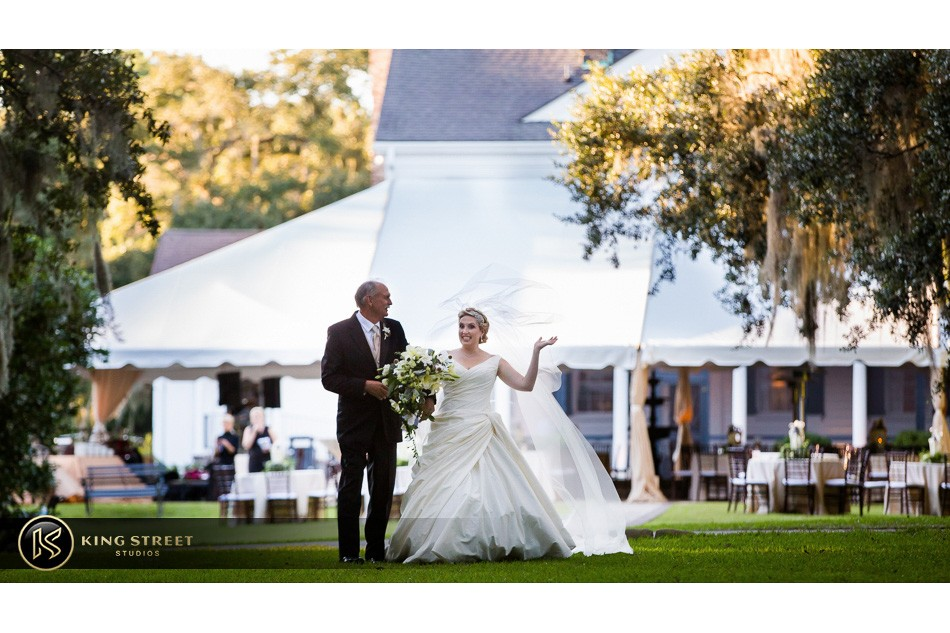 charleston weddings, charleston wedding photography, wedding pictures and wedding photos at legare waring house by charleston wedding photographers king street studios 14