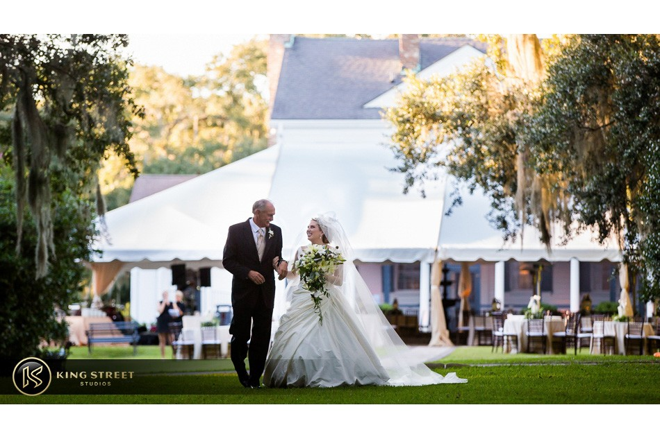 charleston weddings, charleston wedding photography, wedding pictures and wedding photos at legare waring house by charleston wedding photographers king street studios 15