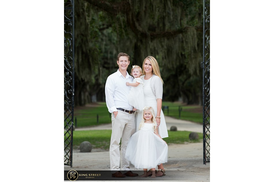 family pictures, family picture ideas, family photographers in charleston sc, family photography at boone hall plantation by charleston family photographers king street studios  (7)