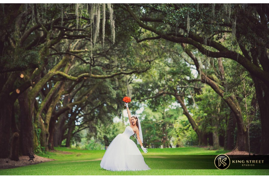 bridal pictures by charleston wedding photographers king street studios-30