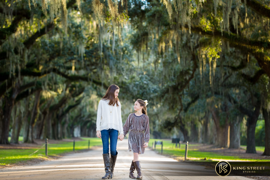 family pictures at boone hall plantation by top family portrait photographers king street studios (13)